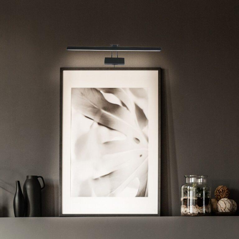 Sfeerafbeelding van een mooie zwarte wandlamp Schilderij Litho LED 32 cm