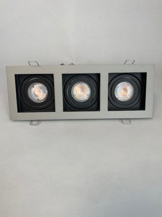 Vooraanzicht licht zwarte Inbouwspot Carrè met 3 spots